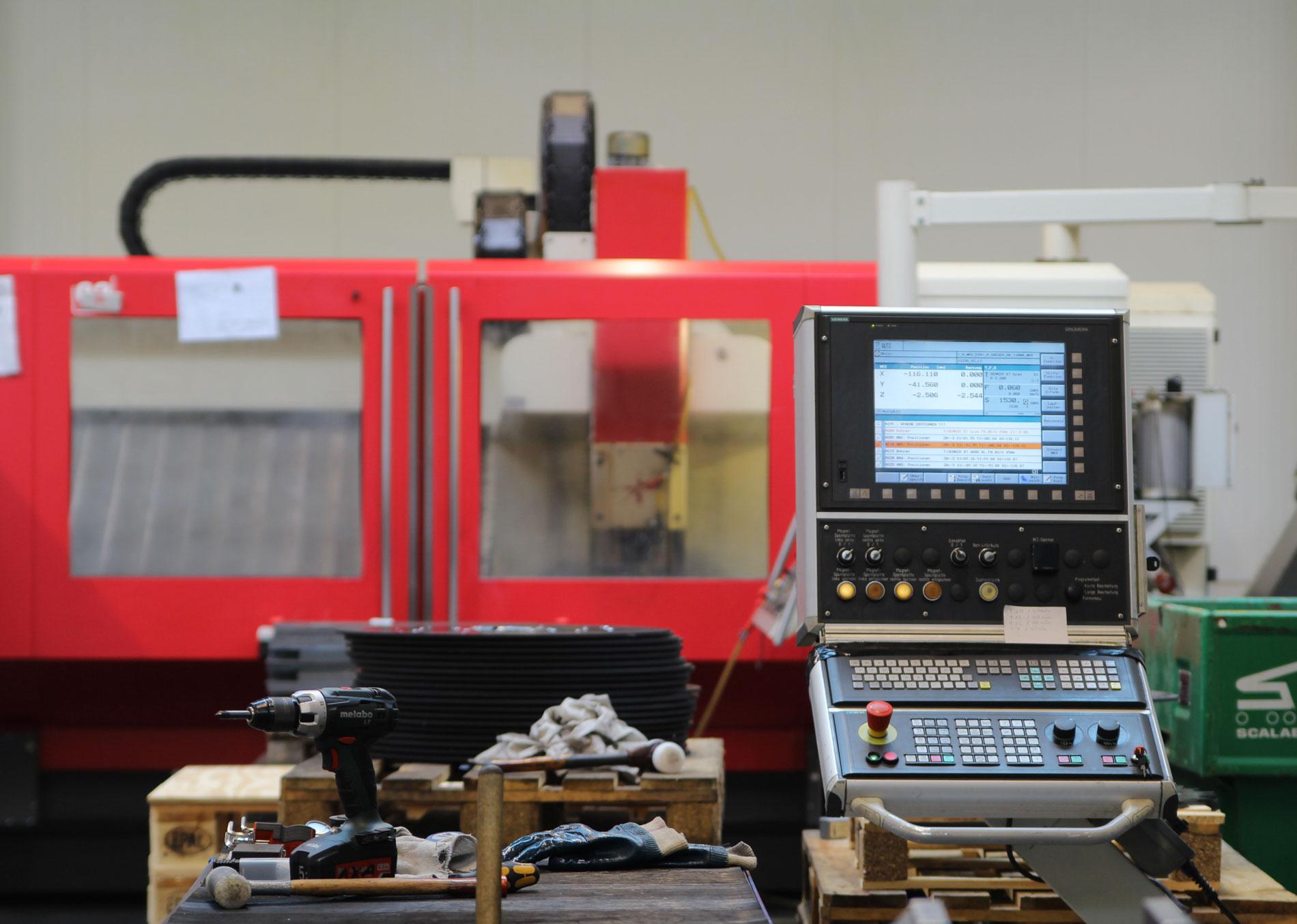 Auftragsfertigung Maschine groß